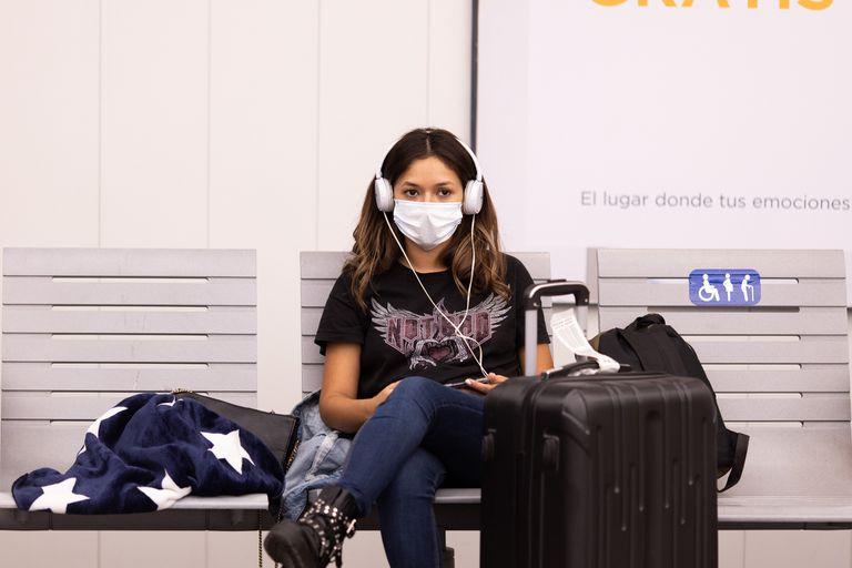 Sus hospitales están sobrecargados por epidemias de dengue y sarampión, y la inversión en salud es mucho más baja que en el resto del mundo; el clima más cálido y la experiencia en Europa y Asia, puntos a favor