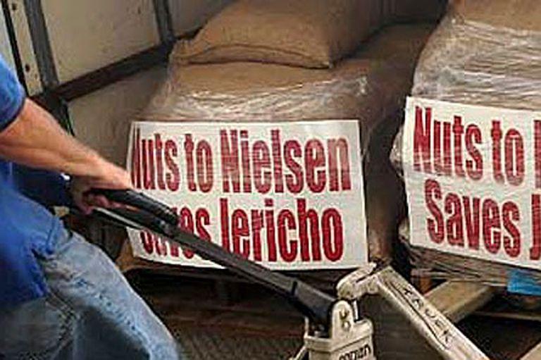 Los fans de Jericho prefirieron mandarle nueces a la medidora de rating Nielsen: consiguieron una temporada más
