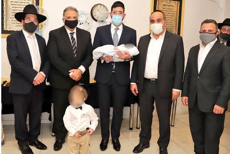 Diego Zuckerberg, a la izquierda de Juan Manzur, junto al rabino Uri Husni y el embajador de Egipto, Amin Meleika, en septiembre de 2020