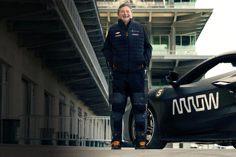 Cuadriplégico desde hace 20 años tras sufrir un accidente en Indy Car, Sam Schmidt utiliza un exoesqueleto y los sistemas de Arrow Electronics para volver a manejar un auto de competición