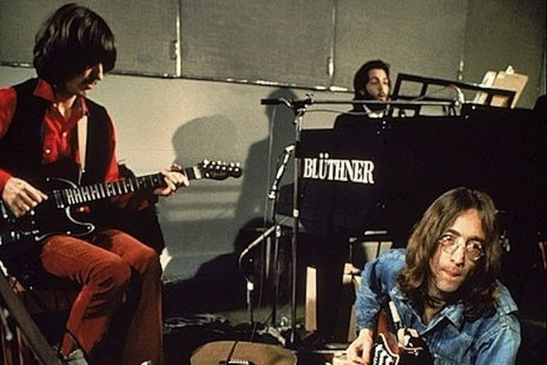 Harrison, McCartney y Lennon durante la grabación de Let It Be