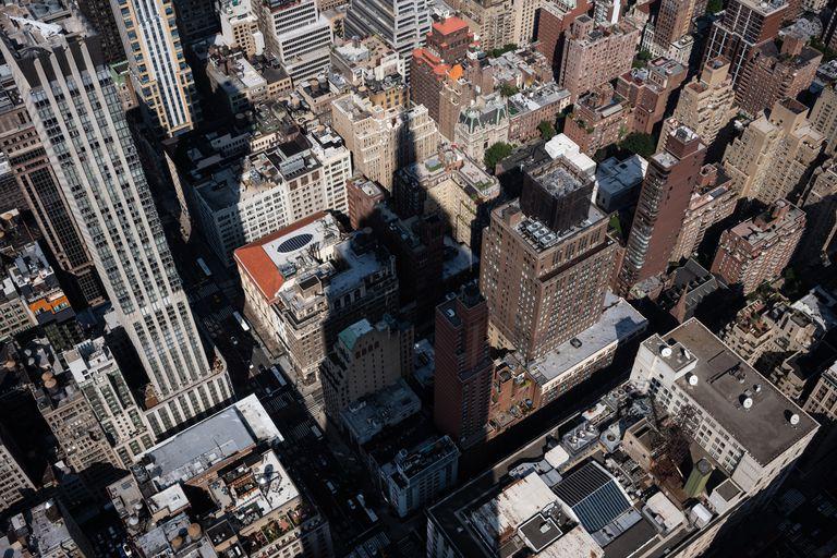 La sombre del Empire State sobre Manhattan (Todd Heisler/The New York Times)