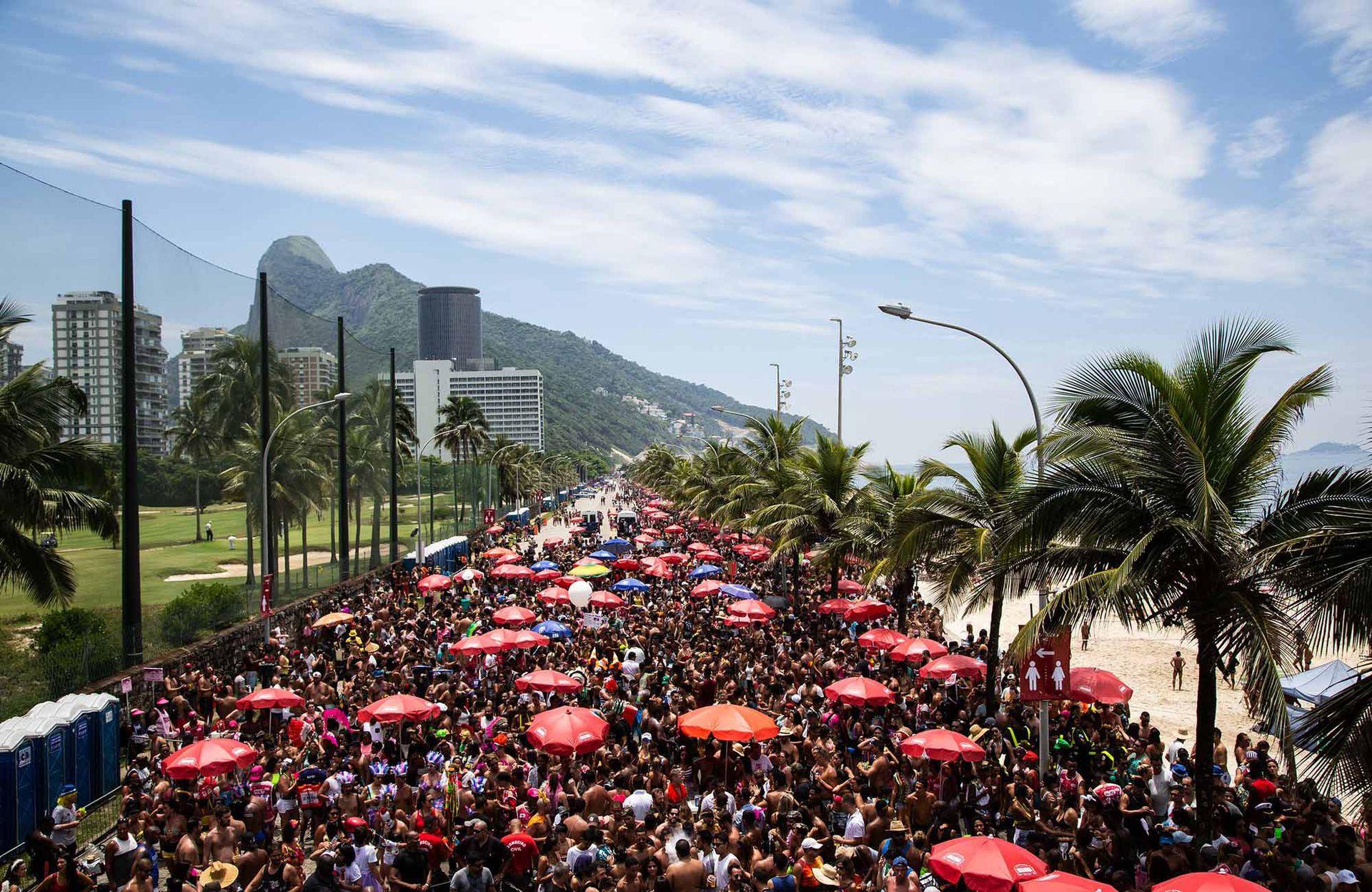 El bloco Chame Gente por las calles de Río de Janeiro.
