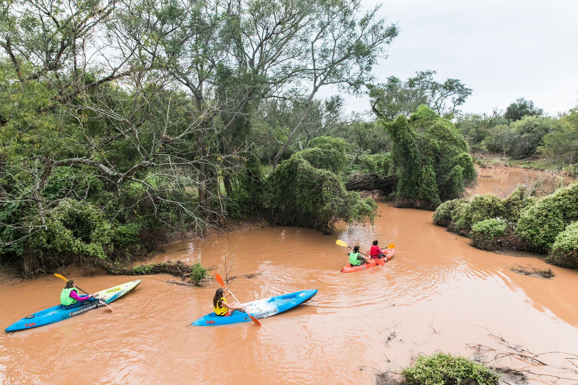 El Bermejito invita a travesías en kayak.
