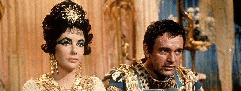 """Elizabeth Taylor y Richard Burton en Cleopatra, de Joseph L. Mankiewicz, que puede verse en su versión """"definitiva"""" de más de cuatro horas en Star+"""