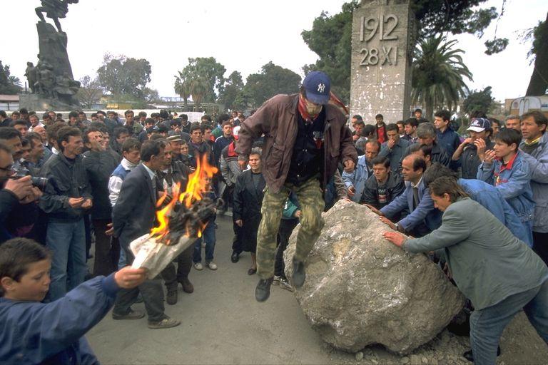 Luego de que el Gobierno tomara medidas para evitar la fuga de capitales, la gente salió a las calles a rebelarse