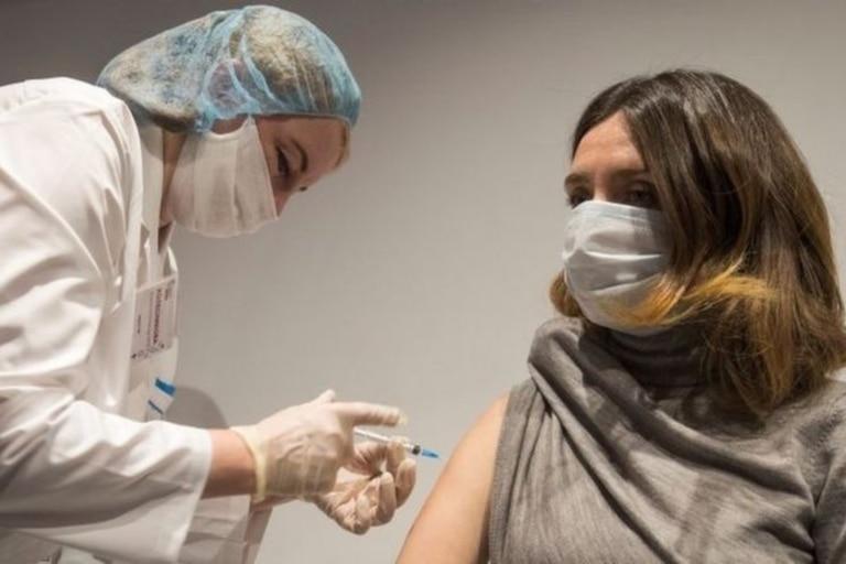 Varios países comenzaron ya con la vacunación masiva de su población; pero las dudas continúan