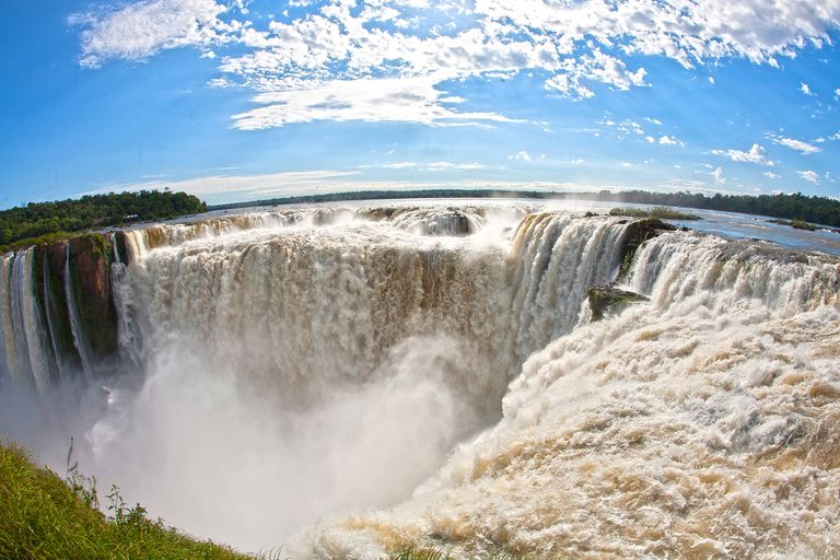 Para visitar las Cataratas del Iguazú se deberá llevar un certificado Covid negativo o se puede hacer un test rápido en el aeropuerto o en el acceso a la ciudad de Puerto Iguazú a un costo de $2000