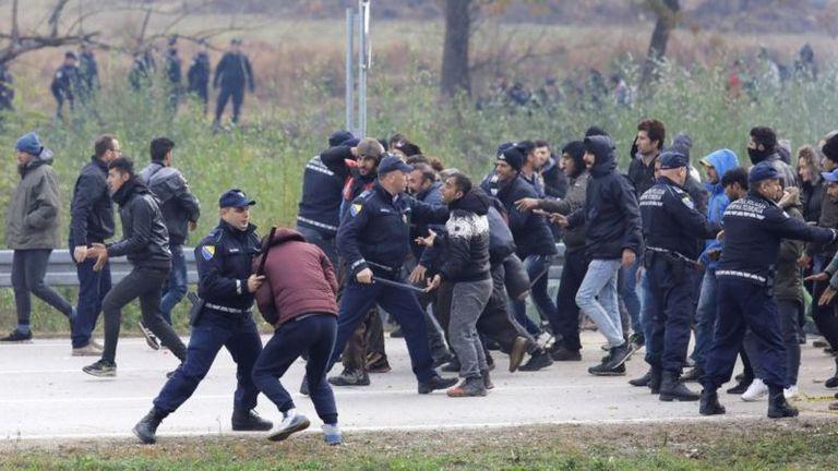La frontera entre Bosnia y Croacia ha sido testigo de numerosos enfrentamientos entre la policía y los migrantes.