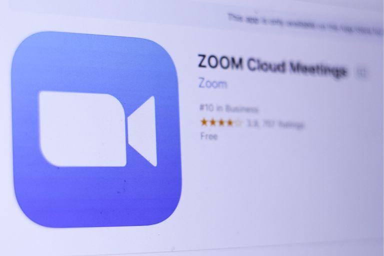 La app de videollamadas grupales Zoom está viviendo un boom de descargas, ya que se está usando mucho tanto para teletrabajo como para clases a distancia y charlas grupales