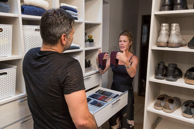 Brenda Haines divide cada ambiente en cuatro partes y luego clasifica y rotula cada objeto para que el cliente pueda encontrar todo fácilmente