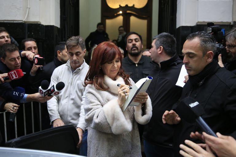 Cristina Kirchner, en la puerta del Instituto Patria