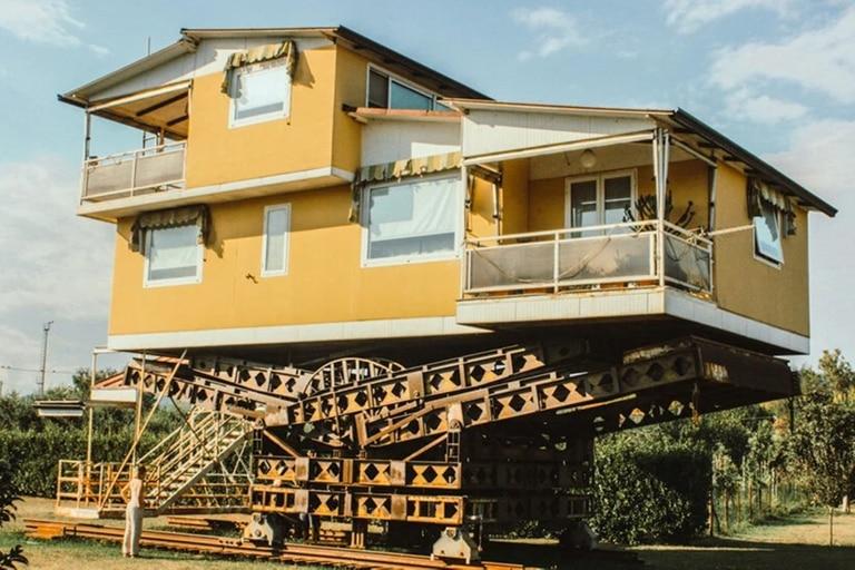 La increíble casa voladora que un inventor italiano construyó para ver el  mar - LA NACION