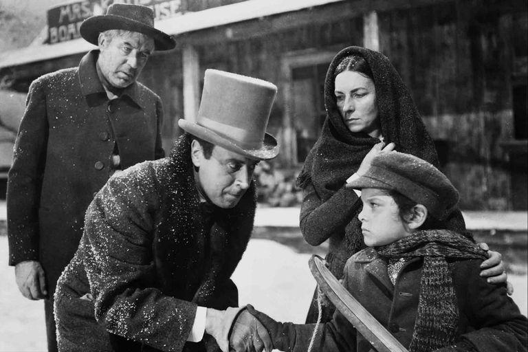 Foster Kane, de niño, abraza el trineo cuya destrucción ¿cierra? la historia de El ciudadano