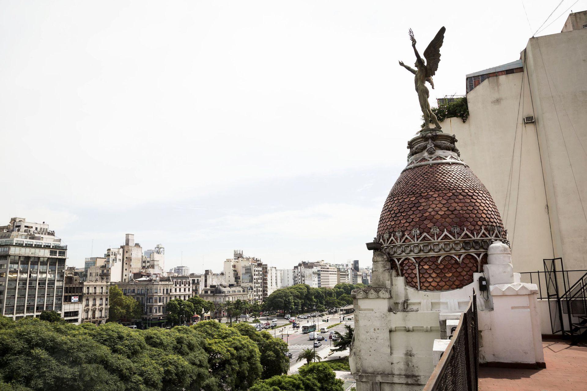 El genio alado de la cúpula del Club Español