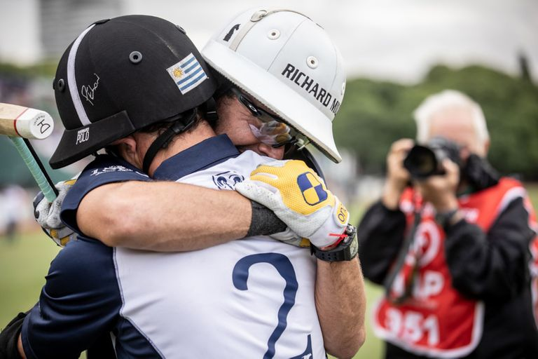El emocionante abrazo con Pelón Stirling tras la última final