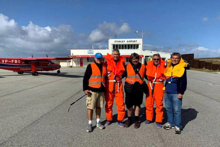 Con un helicóptero y dos aviones, cinco pilotos unieron Comodoro y Malvinas