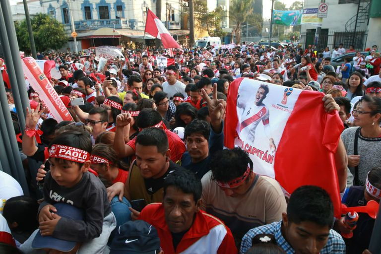 La multitudinaria manifestación en apoyo a Paolo Guerrero en Lima