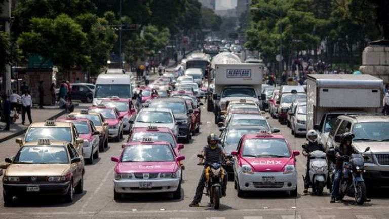 La congestión causada por el exceso de vehículos particulares impacta en la calidad de vida de los ciudadanos