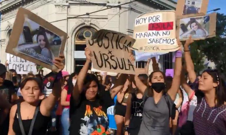 La convocatoria se realizó por las redes sociales y con el hashtag #JusticiaPorUrsula