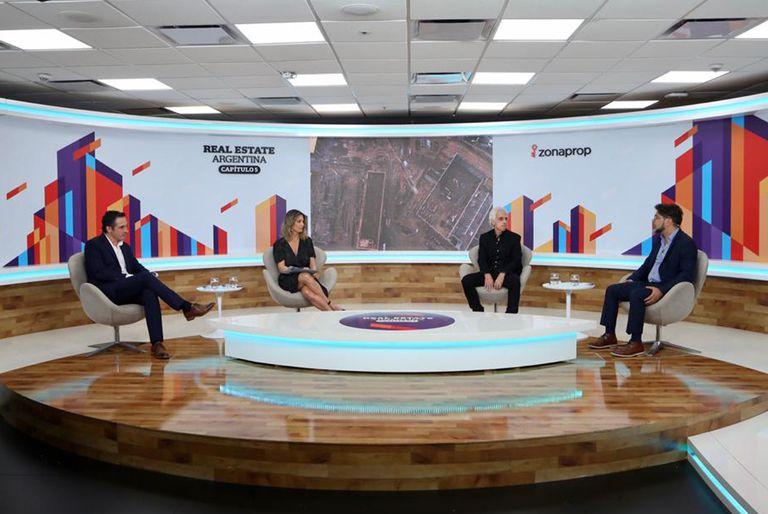 Carlos Spina (Argencons), Carla Quiroga (LA NACION), Daniel Mintzer (GD Developers) y Gustavo Menayed (Grupo Portland)