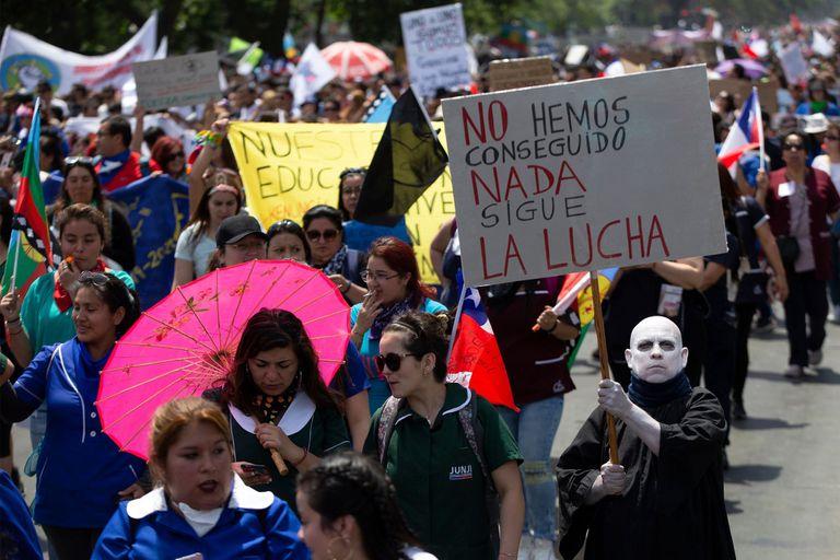 Los maestros marcharon ayer, en la cuarta semana de protestas
