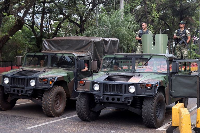 Soldados paraguayos controlan la frontera con Brasil