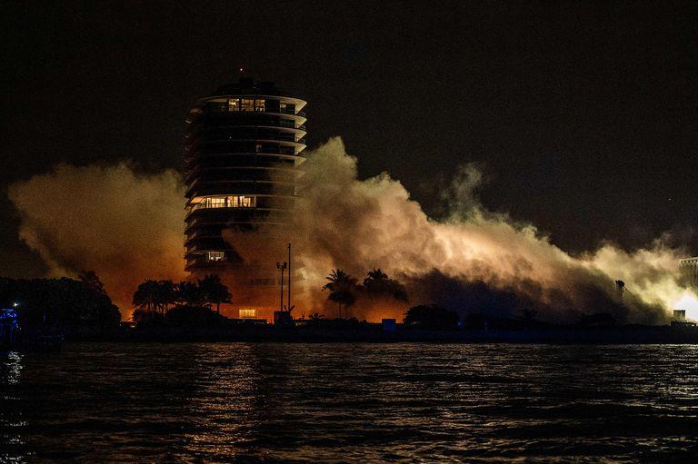 La demolición controlada del resto de la torre de Surfside
