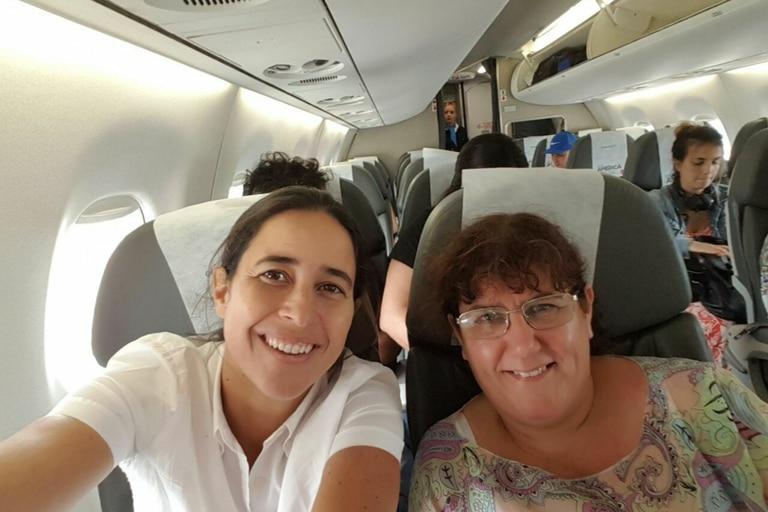 María viajando junto a Alexia Rattazi a Formosa para un posgrado de autismo en 2017