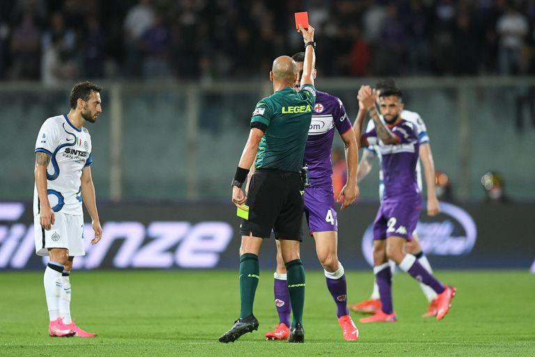 El argentino que se enojó, dobló la apuesta y se hizo expulsar en 9 segundos