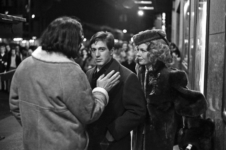 En el rodaje de El Padrino, Francis Ford Coppola les da indicaciones a Diane Keaton y Al Pacino, apuntados por la cámara de Benson