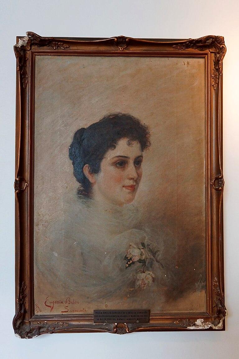 La artista contemporánea Fabiana Barreda rescató de la basura en los años 80 este retrato de María Amelia Sánchez de Loria según el pincel de Belín Sarmiento, reconocida como una de las primeras pintoras