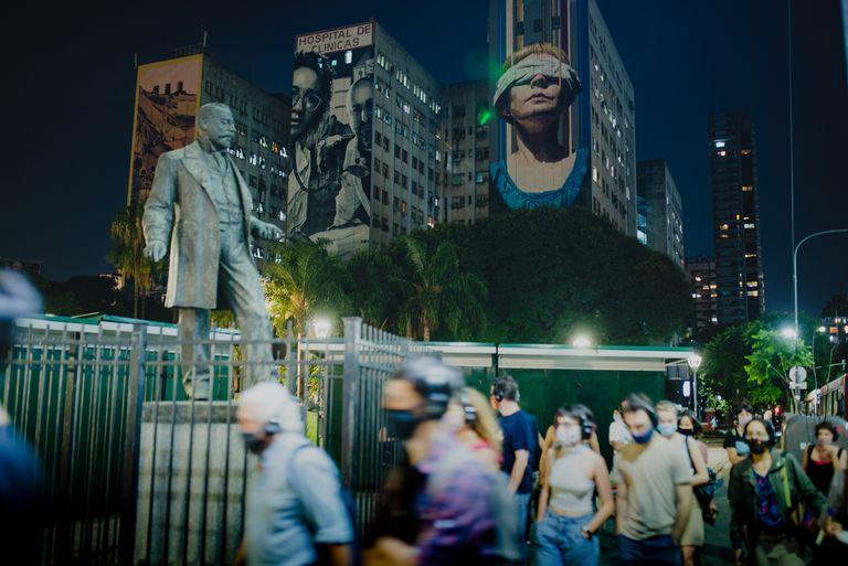 Interesante propuesta teatral interactiva en Plaza Houssay