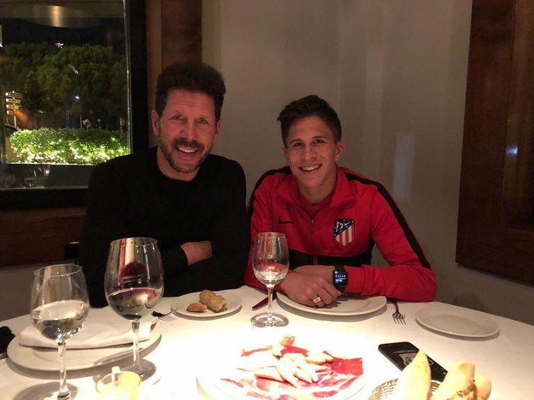 Giuliano Simeone firmó su primer contrato con Atlético y emocionó a su familia