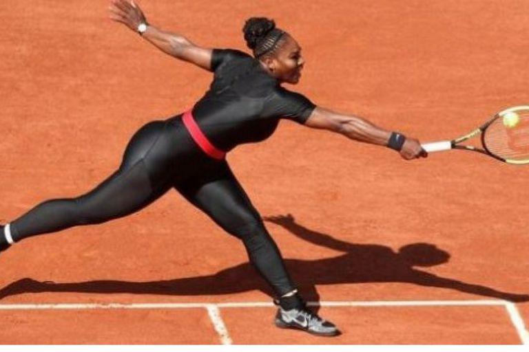 Las marcas defienden el look postparto de Serena Williams en Roland Garros