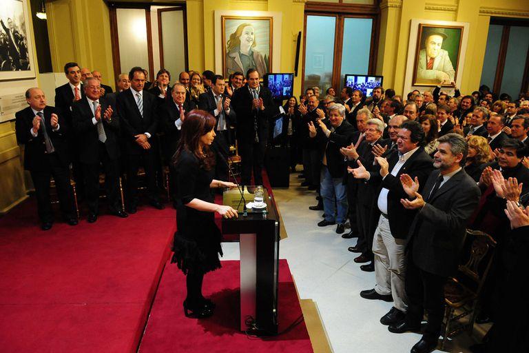 Cristina anunció por cadena nacional que será candidata
