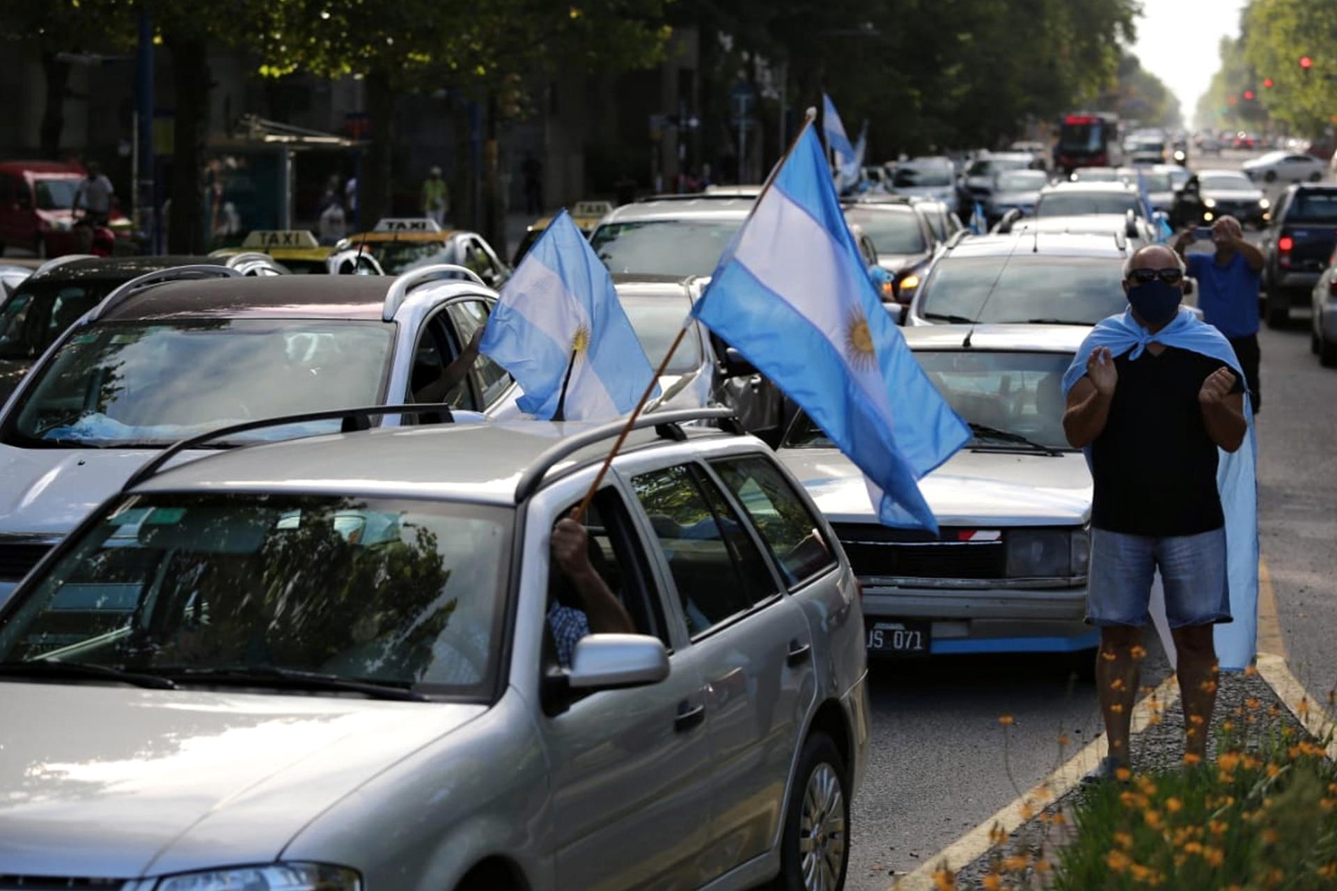 Caravana por la marcha del 27F en Mar del Plata