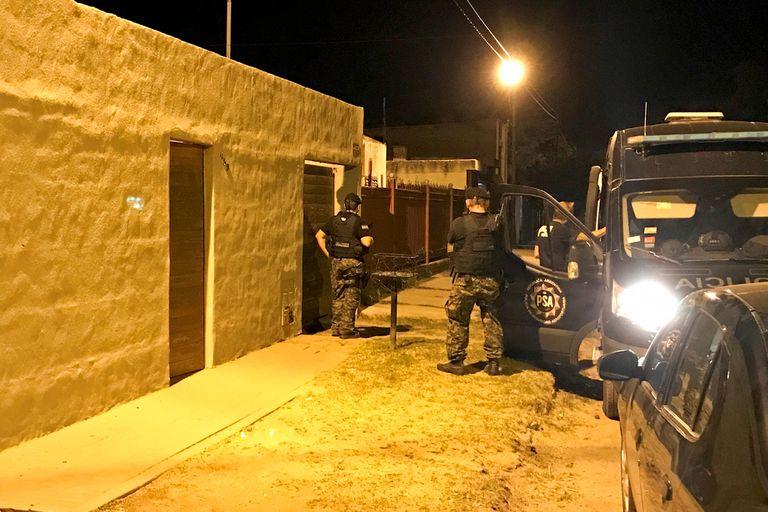 OPERATIVO EL JUEVES A LA NOCHE, con allanamiento y detención del ex jefe investigaciones de la policía , Oyarzabal