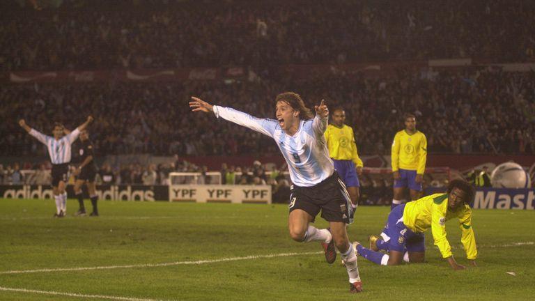 El 8 de junio de 2005 la Argentina le ganó 3 a 1 a Brasil;  esa noche, Crespo anotó dos goles en el Monumental, en un partido histórico del ciclo Pekerman.