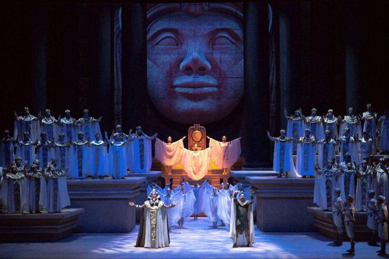 La imponente puesta de Roberto Oswald para Aida, en reposición de Aníbal Lápiz, para celebrar los 110 años del Teatro Colón