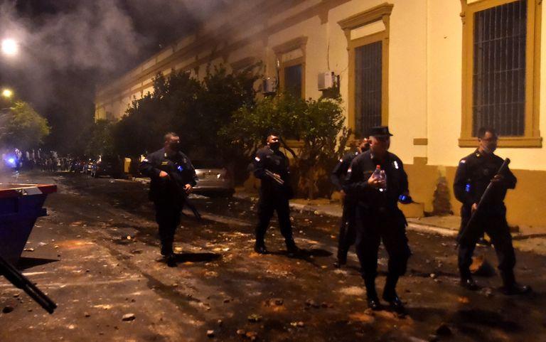 Noche violenta en Paraguay: al menos 18 heridos en protestas contra el Gobierno