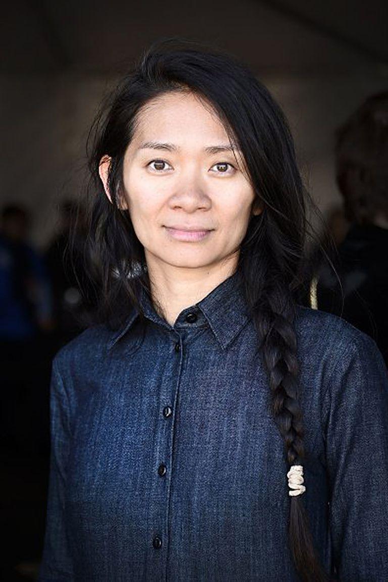 Chloé Zhao, nacida en China, formada en el Reino Unido y EE.UU., y dueña de una prometedora carrera como cineasta