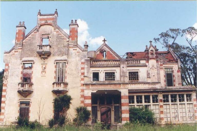 La mansión quedó completamente arruinada por el fuego
