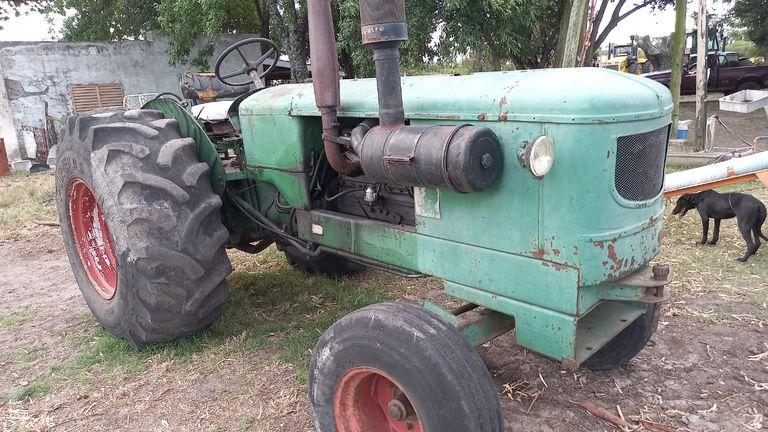 Aldo Koch era vecino y le vendió unos 50 rollos de alfalfa para la hacienda. También le prestó su tractor y un tanque de combustible de 2000 litros. Días atrás desaparecieron ambas herramientas y le quedaron debiendo $2 millones