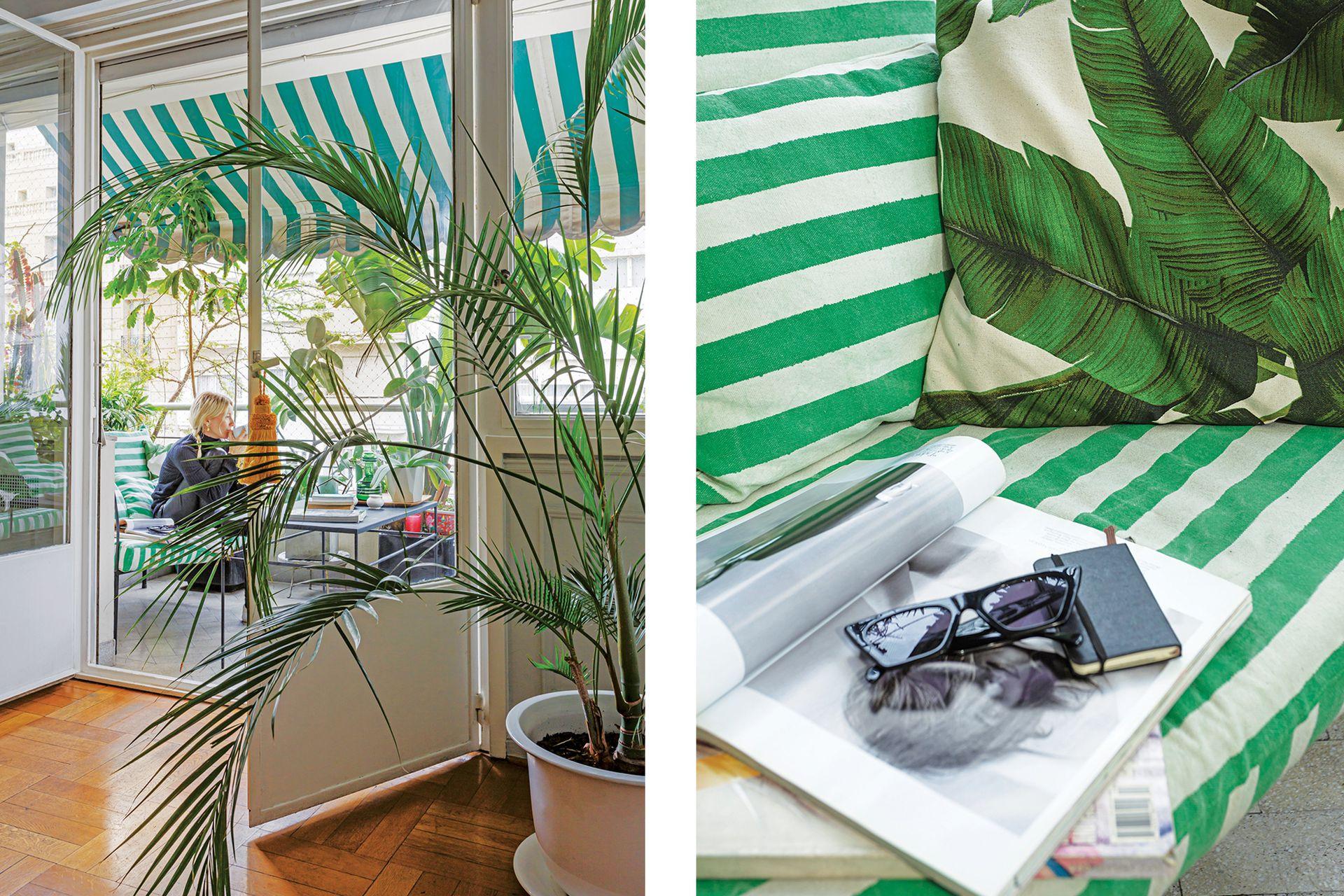 Palmeras de interior dan paso al exterior, donde el verde se replica en los textiles.