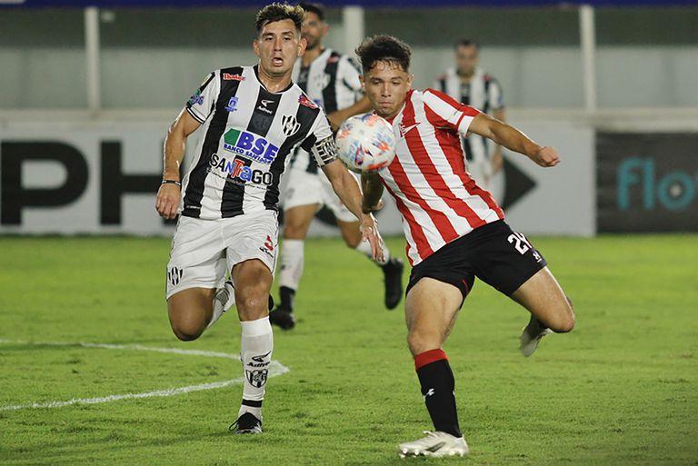 El blooper del Oso Sánchez para el empate de Godoy en el 1-1 de Estudiantes