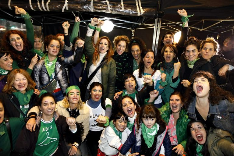 Las actrices reunidas en la carpa que la Colectiva instaló en las inmediaciones del Congreso