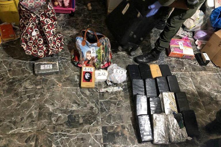 Una tonelada y media de marihuana, cocaína y un arsenal en el conurbano