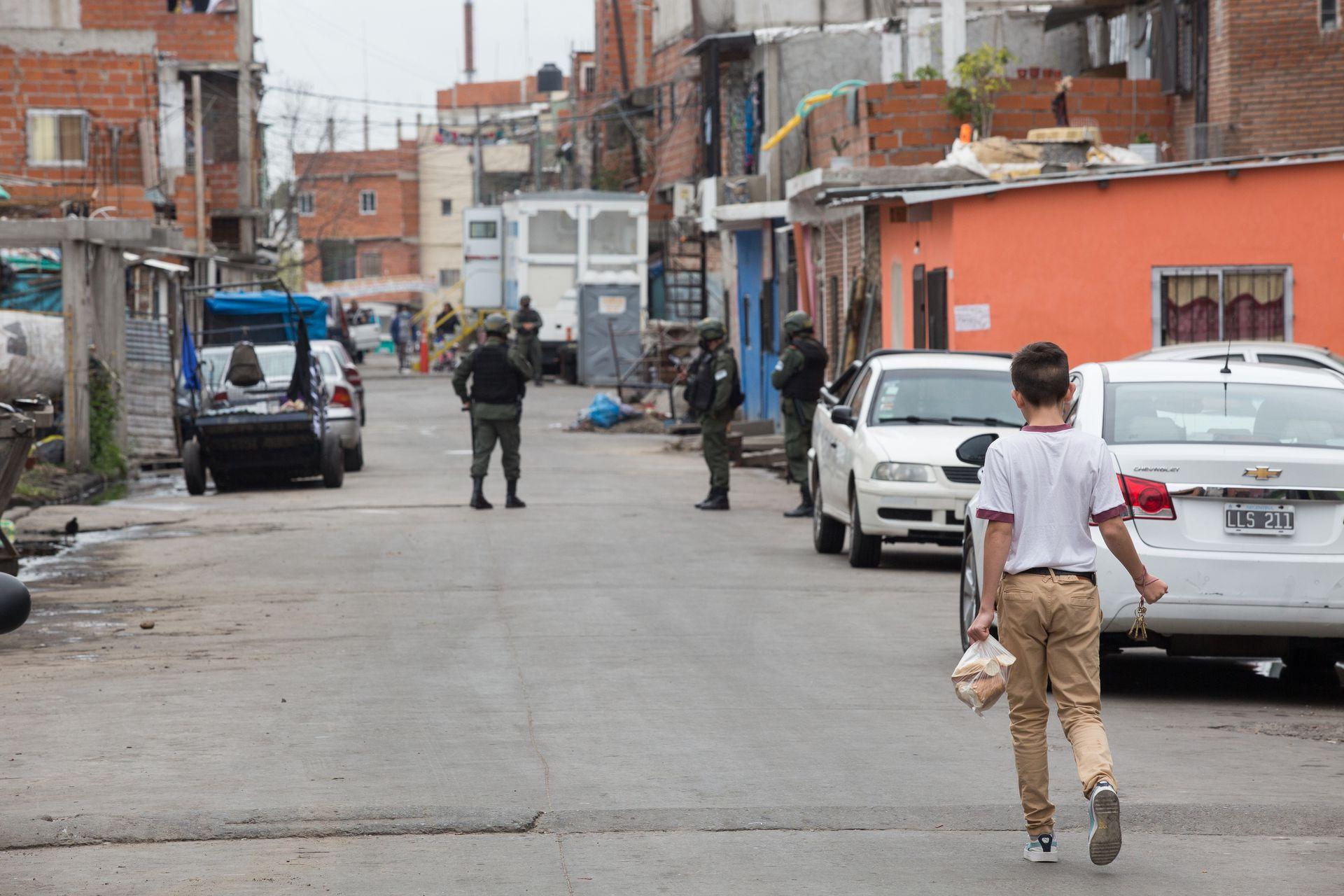 La presencia de Gendarmería, una postal recurrente en las calles del Barrio 1-11-14