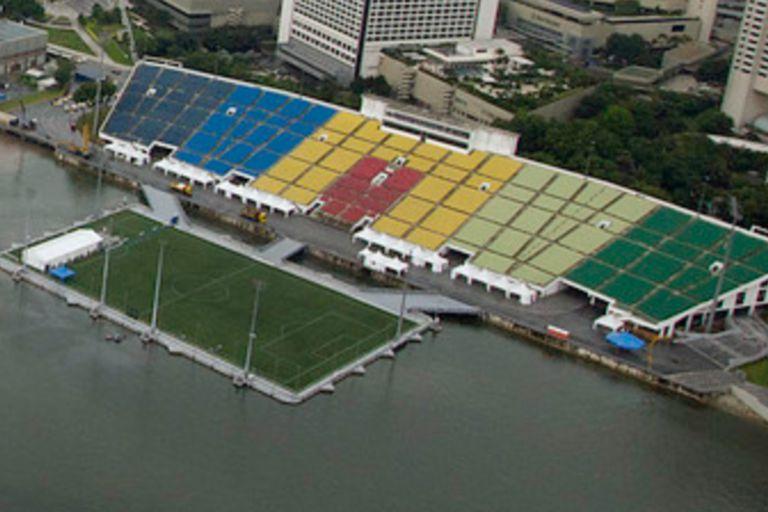 En el techo de un shopping o sobre el agua: los estadios más extremos del mundo
